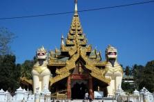 Myanmar Aufstieg zur Shwedagon Pagode