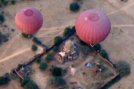 Myanmar Bagan Heißluftballon über Pagode