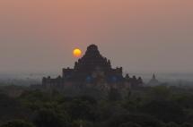 Myanmar Bagan Sonnenaufgang auf der Shewsandaw Pagode