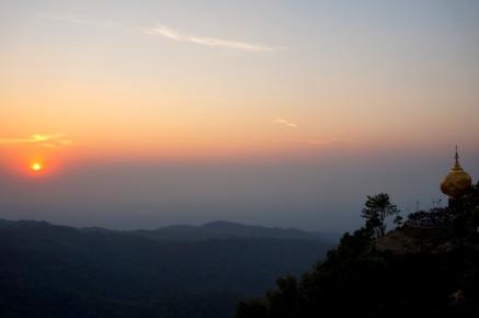 Myanmar Golden Rock Sonnenuntergang
