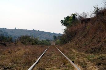 Myanmar Kalaw Trekking über Schienen