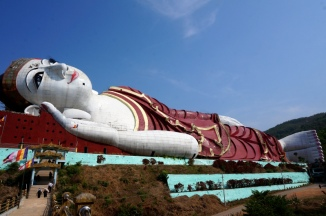 Myanmar Mawlamyne der größte Buddha