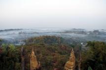 Myanmar Mrauk U Blick von der Shwetaung Pagode am Morgen