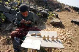 Myanmar Mrauk U Kothaung Tempel Sandsteinfiguren