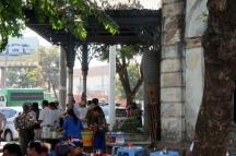 Myanmar Yangon Straßenstände an jeder Ecke
