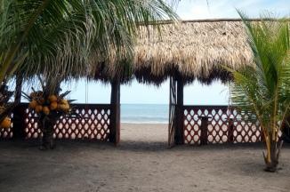 Nicaragua: Las Penitas Blick von Hotel zum Strand