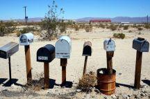 USA: Briefkästen auf der Straße zum Joshua Tree Nationalpark
