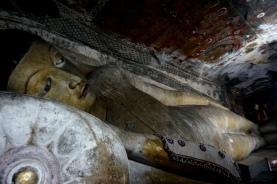 Sri Lanka Dambulla Buddha im Höhlemtempel